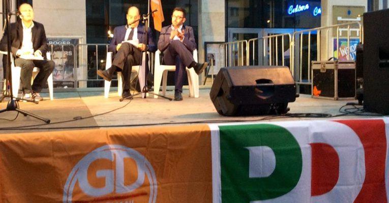 """Il presidente Nicola Zingaretti dal palco: """"Buschini è il pilastro dell'amministrazione"""""""